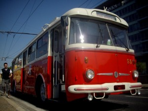 Historický trolejbus Škoda 9 Tr HT #53 na zastávke Hoďžovo námestie