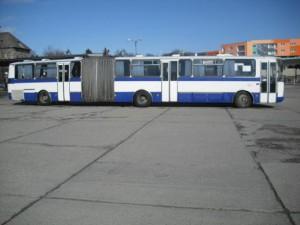 Karosa C744 parkuje na autobusovej stanici Nitra