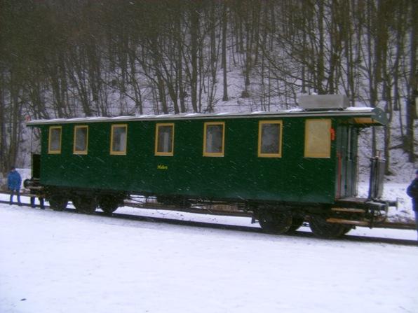 .. a Hubert mrzol osamotený na stanici Alpínka.
