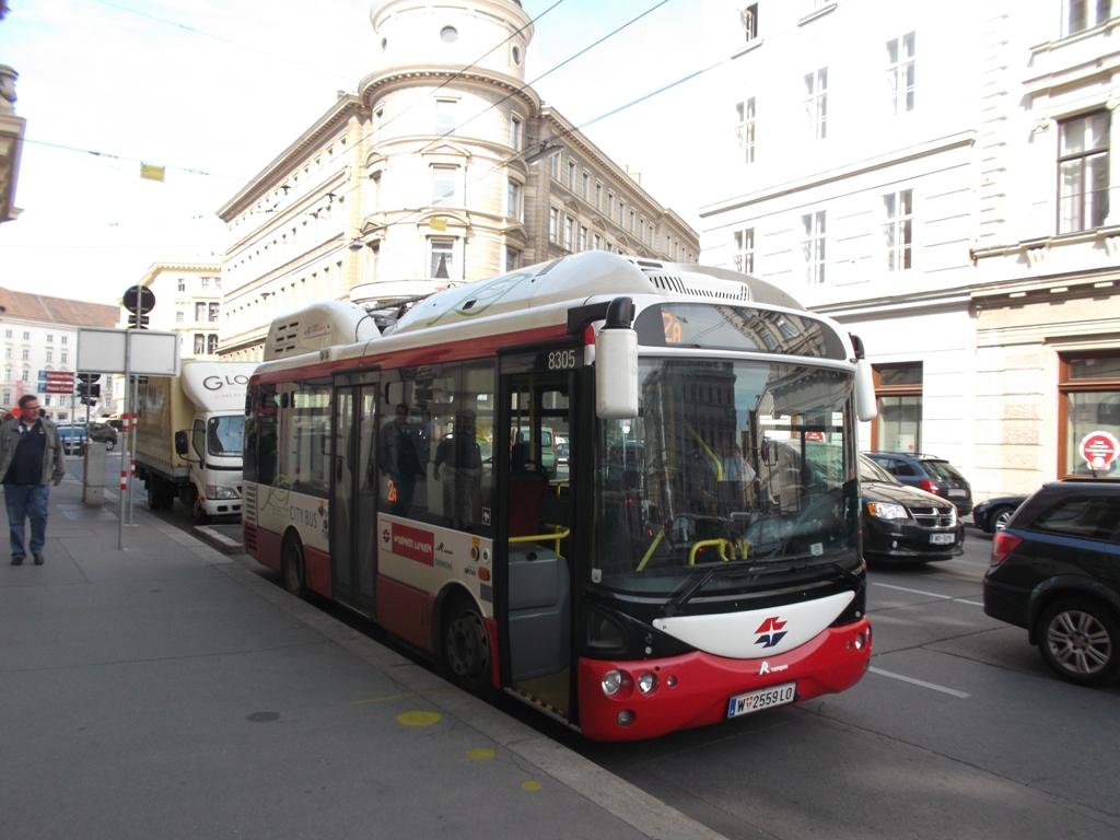 Elektrobus prestávkuje v centre Viedne