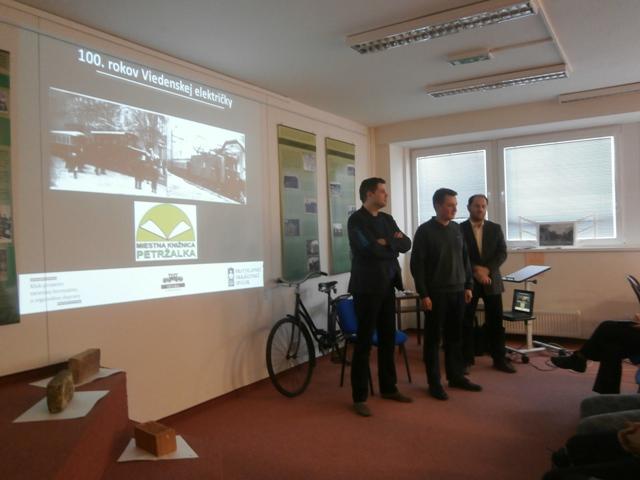 Prednáška o Viedenskej električke sa práve začína