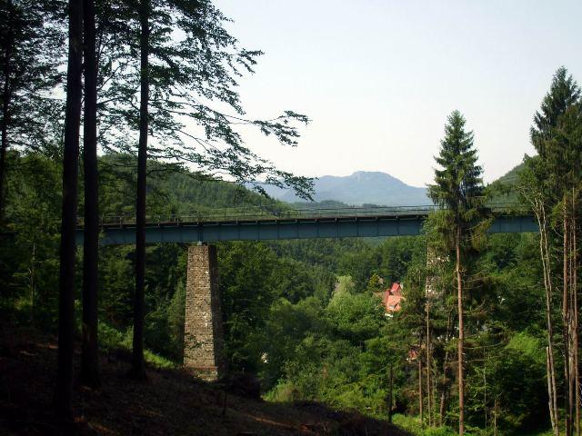zeleznicny viadukt pri inf. tabuli