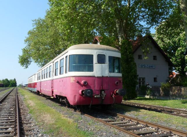 Historický motorový vlak v Topoľčiankach