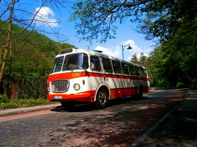 Škoda 706 RTO smeruje na zastávku IX. mlyn