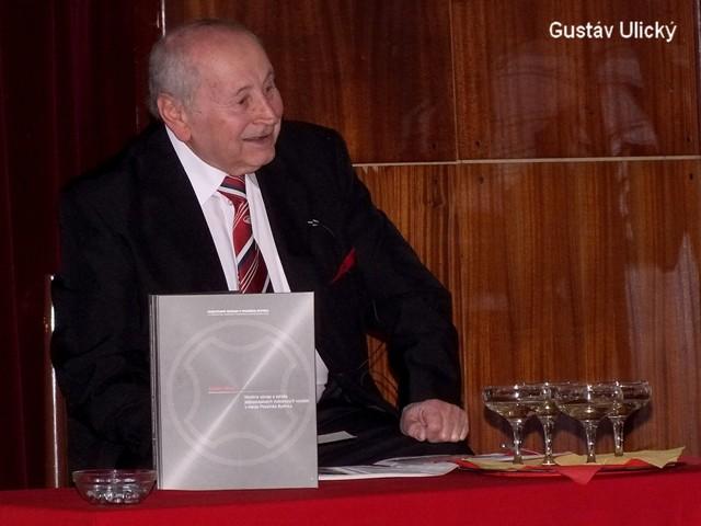 Gustav Ulický pri krste svojej knihy