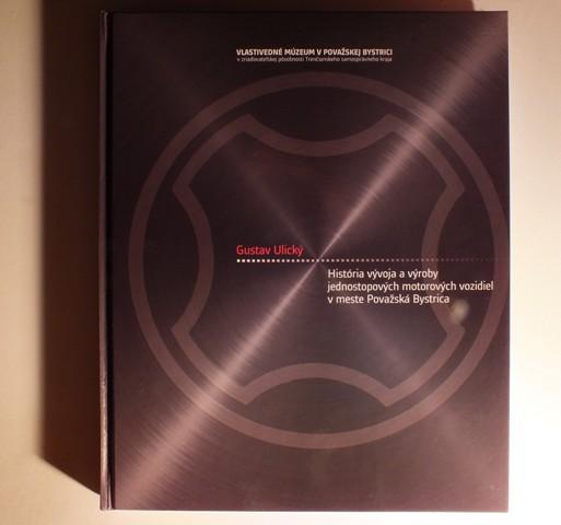 Titulná strana knihy o motocykloch z Považských Strojární