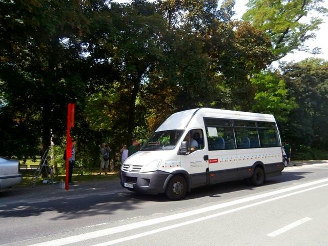 """Prvý spoj linky 82 na zastávke """"Viedenská električka"""""""