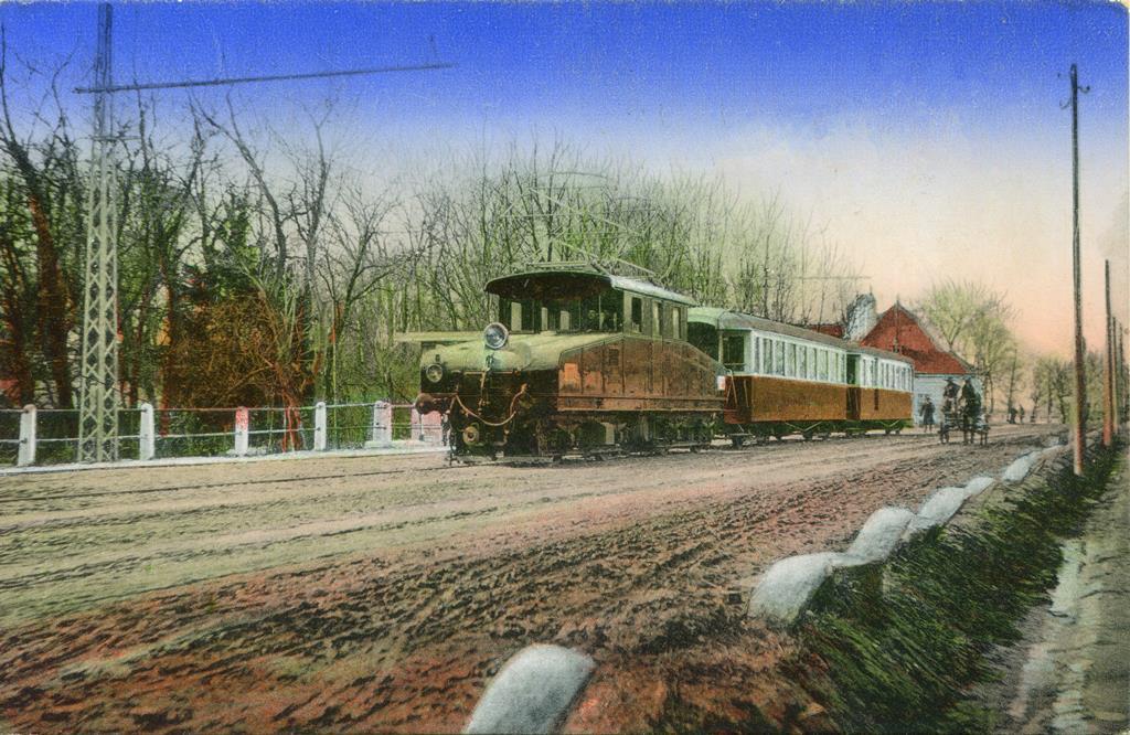 Viedenská električka na pôvodnej zastávke pred sto rokmi