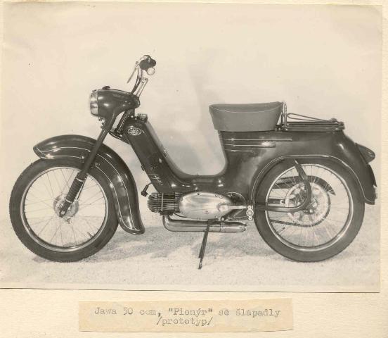 15 prazsky moped tvariaci sa ako Pionier 555