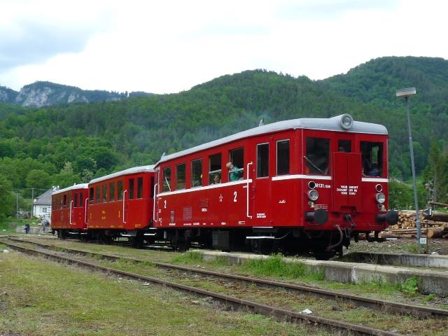 Nostalgický vlak pod Muránskou Planinou