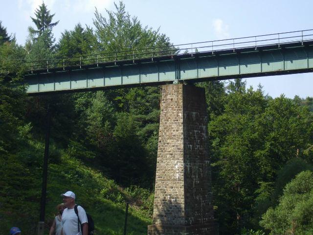 21 104 metrov dlha viadukt vysoko nad udolim