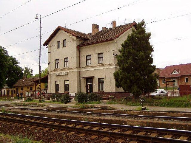 04 stanica Senkvice pred rekonstrukciou na rychlost trate 160-km/h