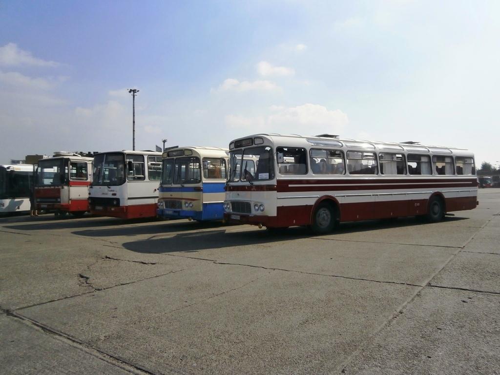 Výstava historických autobusov