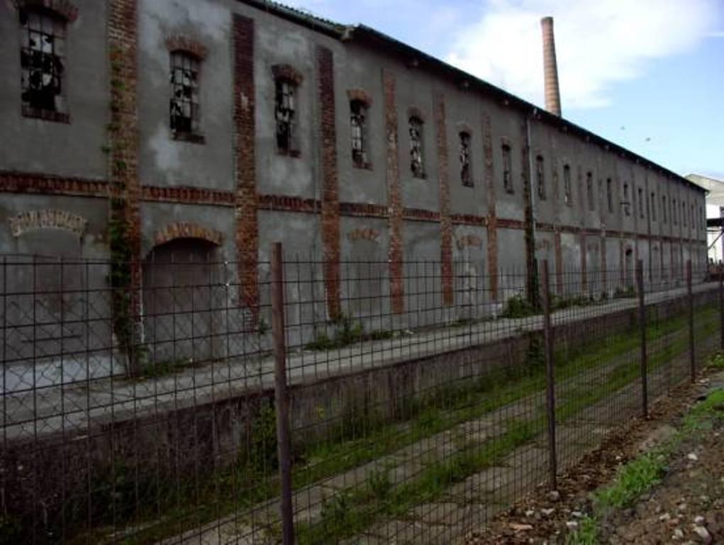 01 opustena vlecka pezinskych tehelni pri pohlade z vlaku od Trnavy