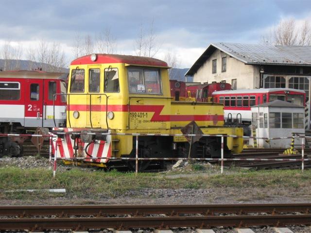 Normálnerozchodná batériová lokomotiva 199 v depu v TT