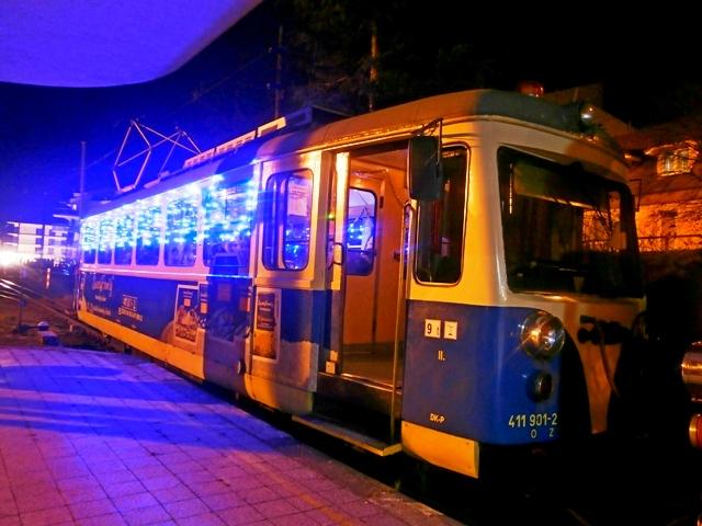 Vianočná električka nie je len v Bratislave