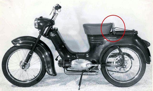 03 prazsky moped tvariaci sa ako Pionier 555