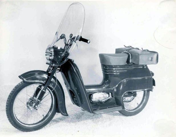 20 skuter Jawa 50 prototyp so zostavou ako Pionier 555 - sedadlo a nosic a plexisklo