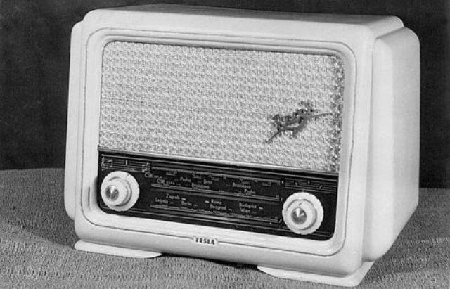 30 prve radio Racek z bratislavskeho vyvoja prototyp v serii nazvane Tesla Trio