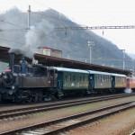 Malý býček 422.0108 na čele nostalgického vlaku vo Zvolene