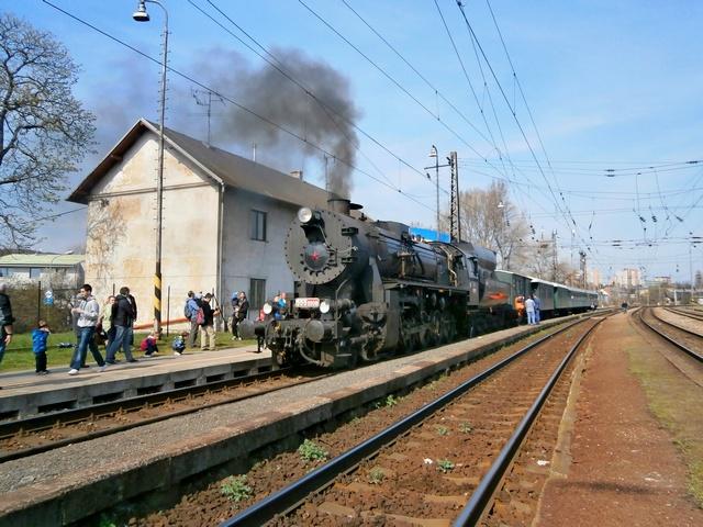 Mimoriadny parný vlak na stanici v Lamači