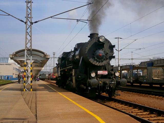 Posunovanie Mazutky na záhlaví petržalskej stanice