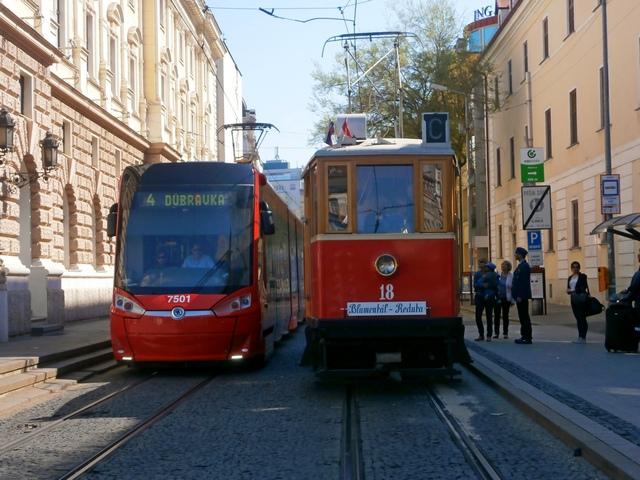 Škoda 30T ForCity Plus ≠7501 a BMEŽ ≠18 na Jesenského ulici