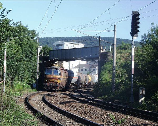 69 cisternovy vlak z Race na stanicu Nove Mesto