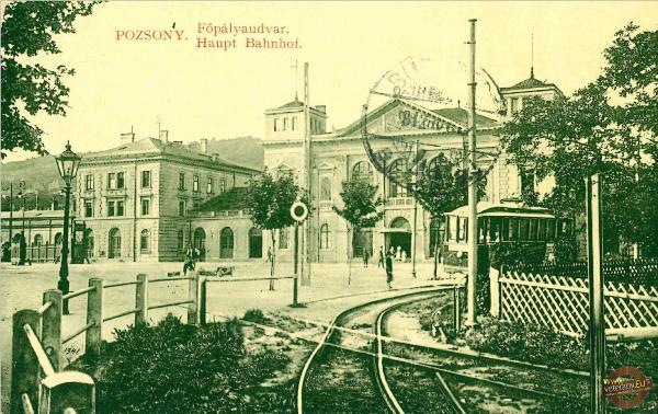 Električka z roku 1898 na konečnej zastávke Hlavné nádražie