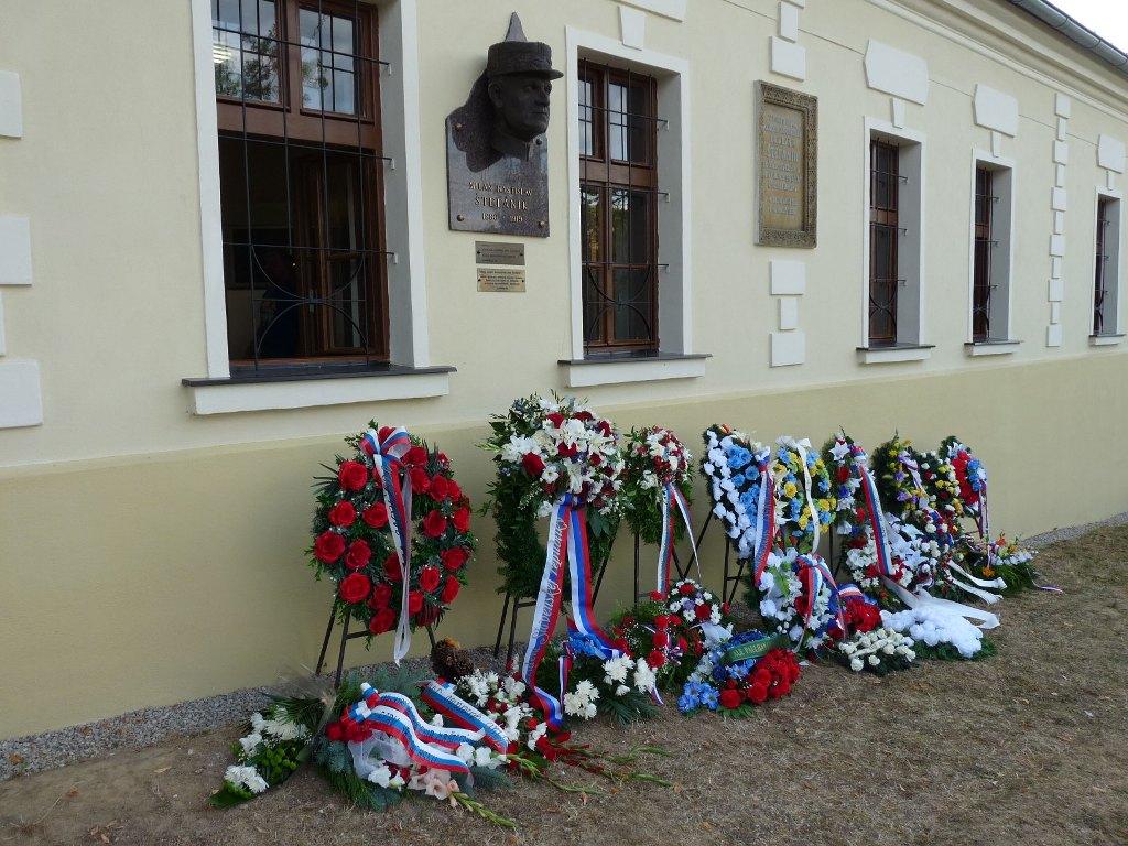 135. výročie narodenia významnej osobnosti slovenského národa si pripomenulo kladením vencov množstvo verejných činiteľov