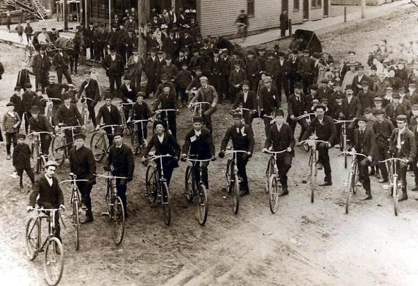09 asi aj takto pozovali clenovia bratislavskeho klubu ako v roku 1890 clenovia Michigan Bicycle Clubu, zdroj internet