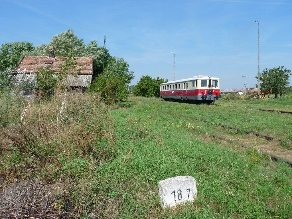 M262.004 odchádza z miestnymi obyvateľmi z Nededu do Vlčian