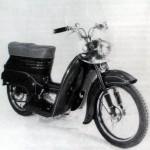 02 skuter Jawa 50 prototyp (na baze 550) s predlzenym sedadlom a plexiskolm