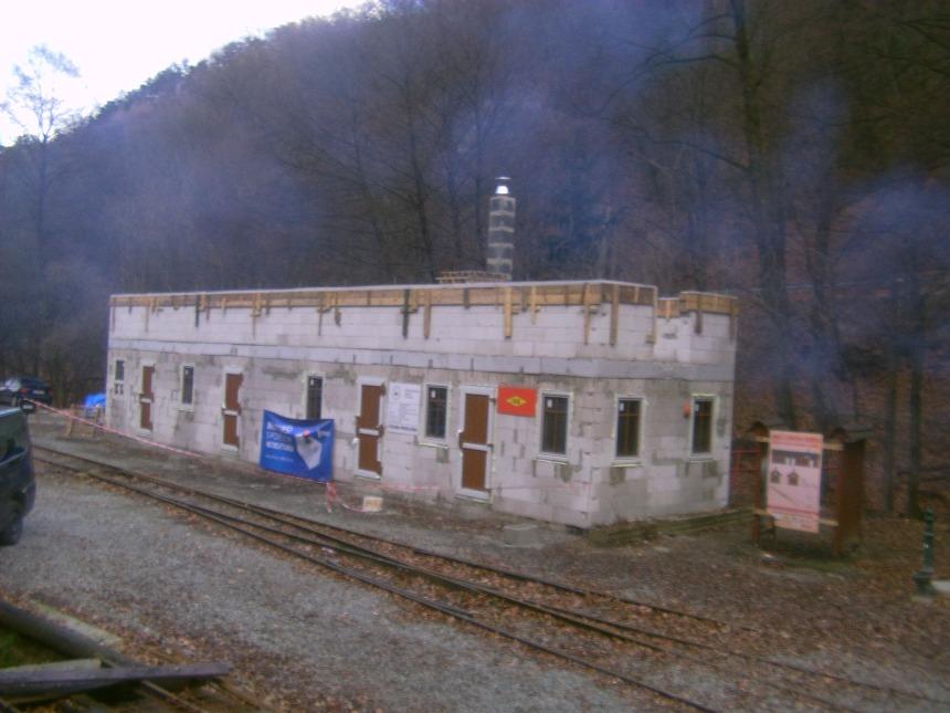 Nová staničná budova rastie prekvapujúcim tempom