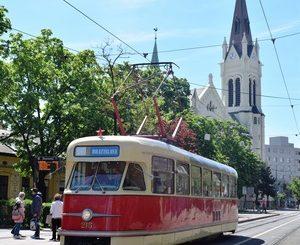 5f218b7386 Návraty  Na dňoch Bratislavy si prišli na svoje aj nadšenci historických  vozidiel
