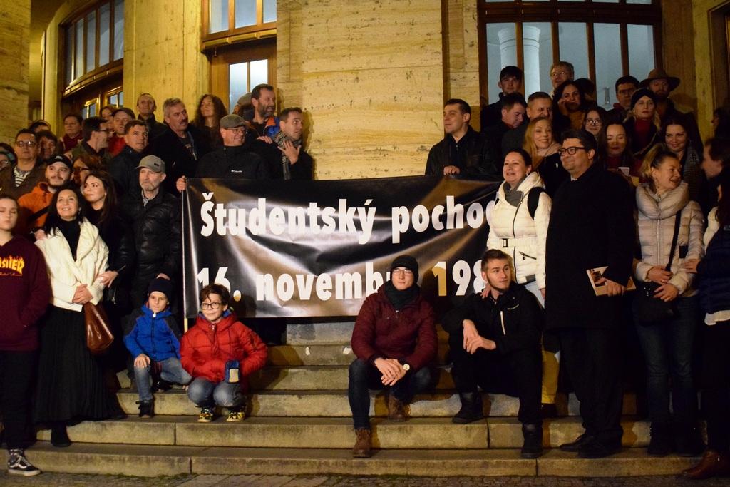 Spomienka na legendárny pochod bratislavských študentov zo 16. novembra 1989.